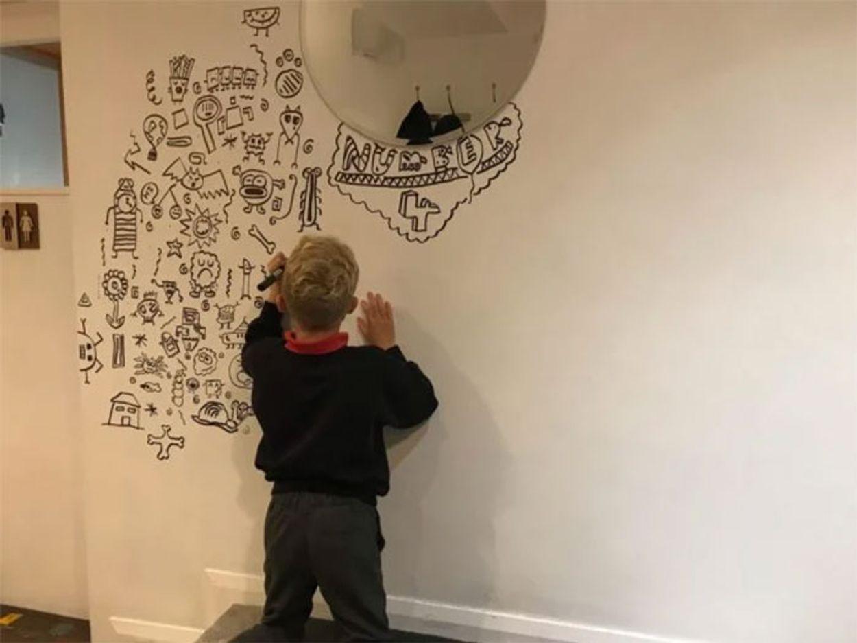 doodle-boy-decorates-restaurant-joe-whale-1-5dbfd6cfc211d__700